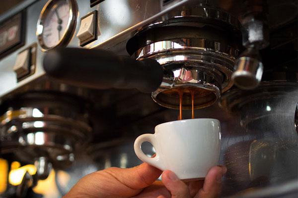 dịch vụ làm mới máy pha cafe