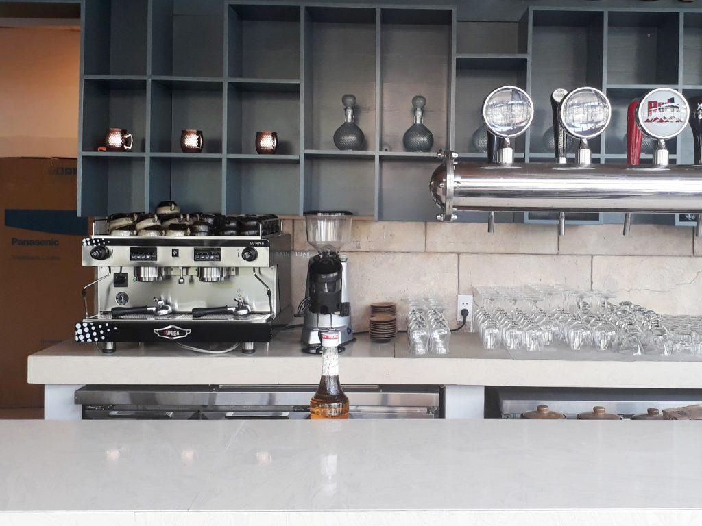 Tang trang may pha cafe